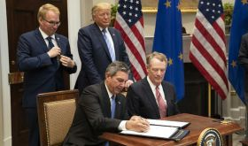 Robert E Lighthizer and President Trump sign agreement not to impose up to 100% tariffs on EU imports