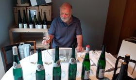 Michael Schmidt tasting at home in the Ahr Valley, 2020
