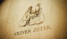 Barrel head with bear at Oliver Zeter in Pfalz