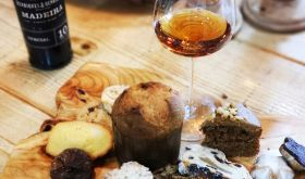 Henriques e Henriques 10 YO Sercial madeira and cakes sweet stuff